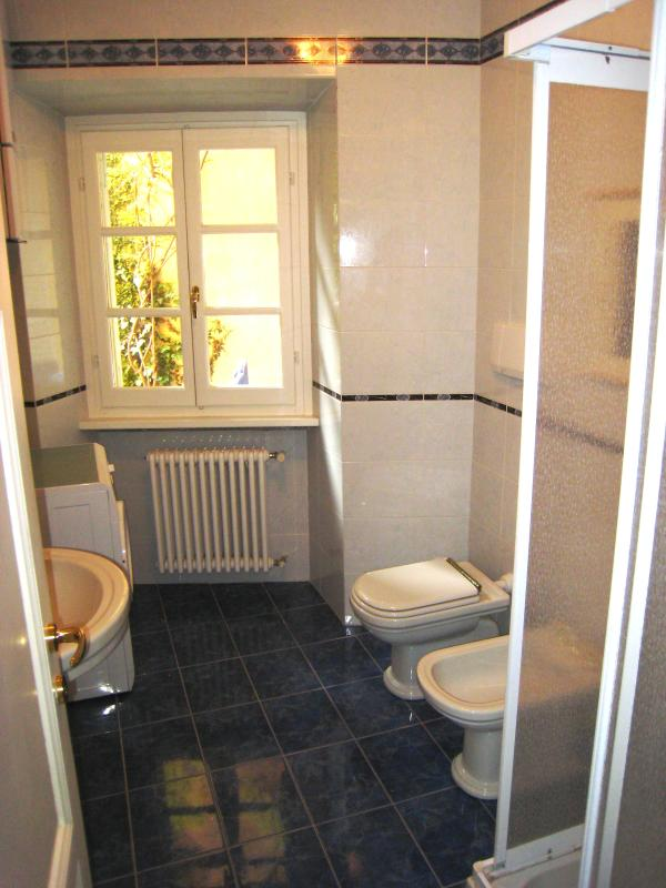 Third (ground floor) bathroom