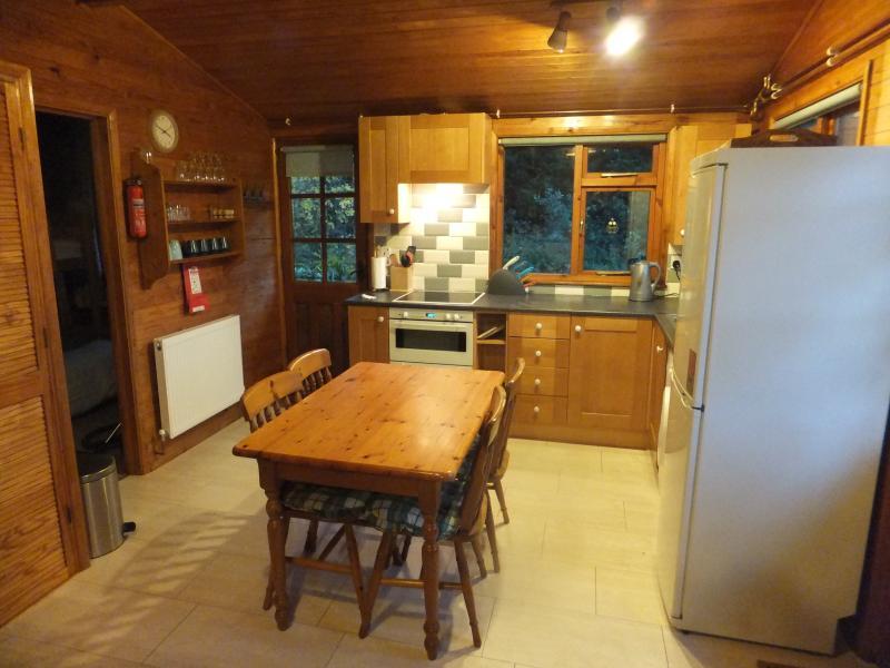 Gut ausgestattet und Einbauküche
