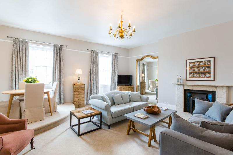 Views over Montpellier Gardens. Tall ceilings, period features. Perfectly located for Montpellier.
