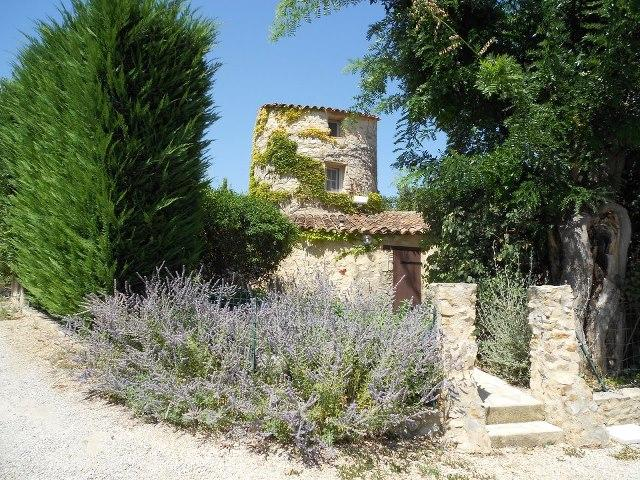 Holiday cottage for 5 between Luberon and Verdon, holiday rental in Grambois