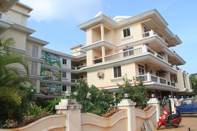 Riverside Cavelossim Goa: 2Bedroom Moderm Apartment, Walking Distance to Beach, vacation rental in Cola
