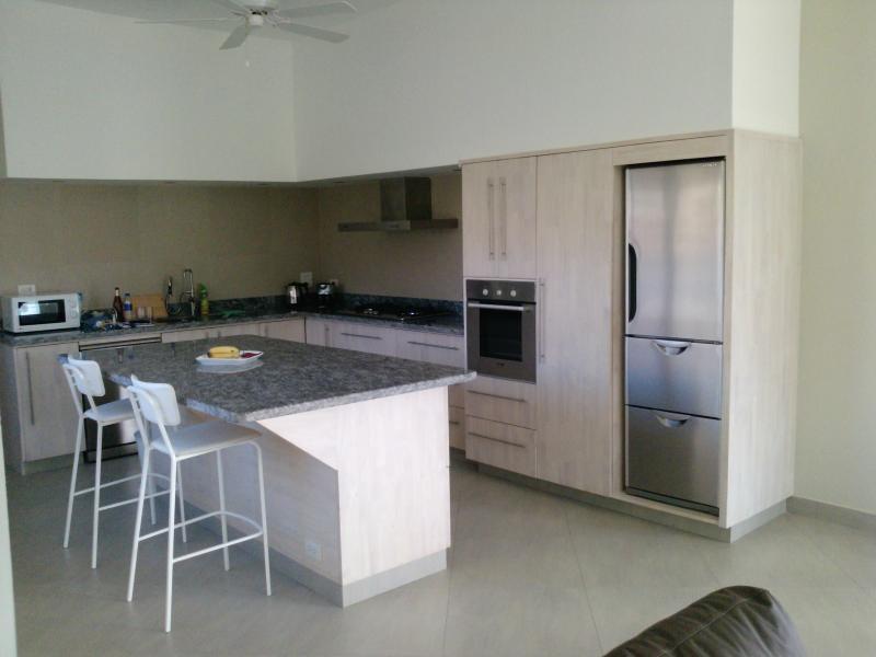 Cocina equipada con granito encabeza con cocina / nevera / congelador / lavavajillas, etc