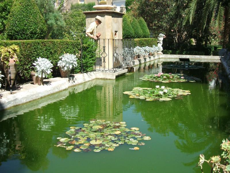 Bornos Palace Gardens