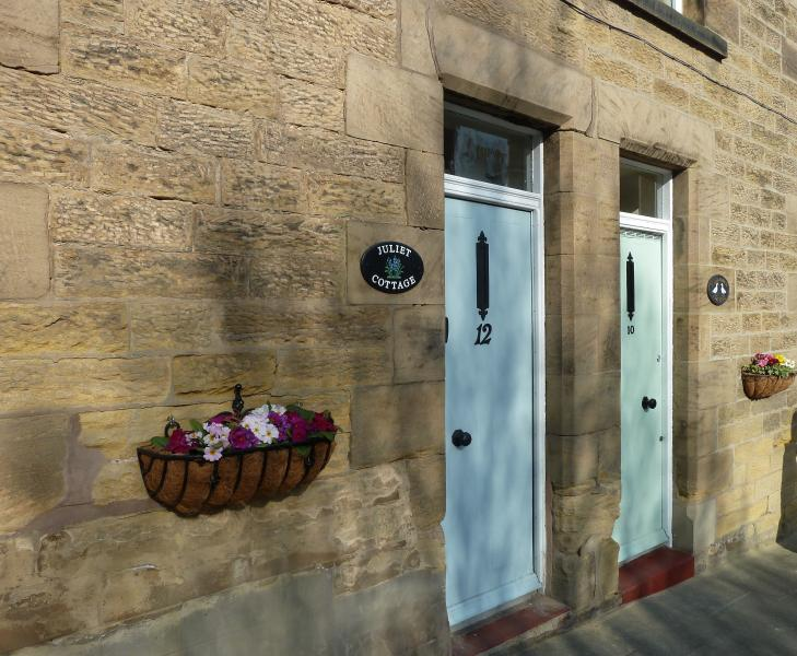 Cute, Charming and Characterful Juliet Cottage, Central Alnwick, Northumberland, Ferienwohnung in Alnwick