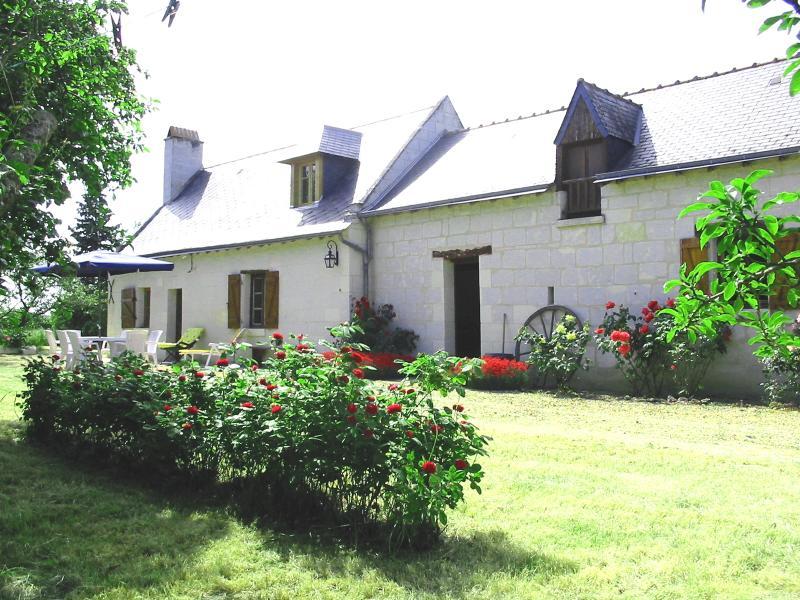 La Maison Tournesol - Old farmhouse 1.5 Km from St Martin de la Place near Saumur