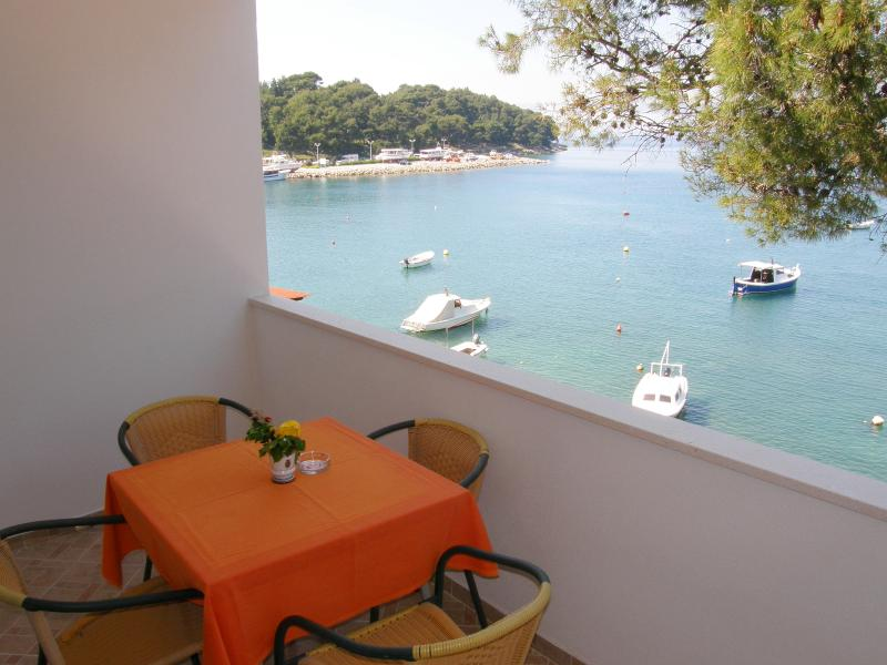 SEAFRONT APARTMENTS TIHA CAVTAT, vacation rental in Cavtat