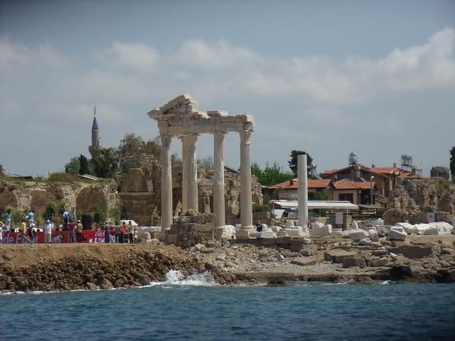 Templo de Apolo. Lado histórico é repleto de história acessível