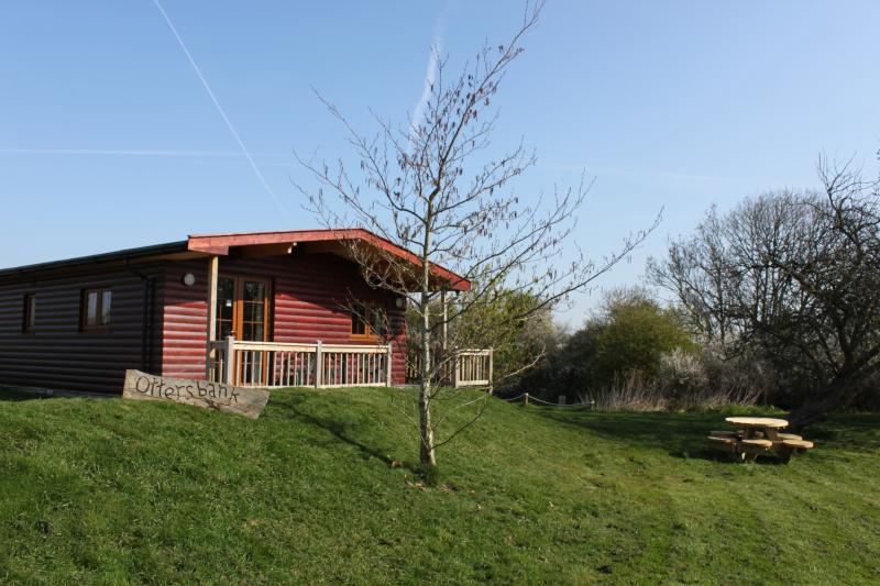 Luxury log cabin on the beautiful Somerset levels (Otters Bank), casa vacanza a Catcott