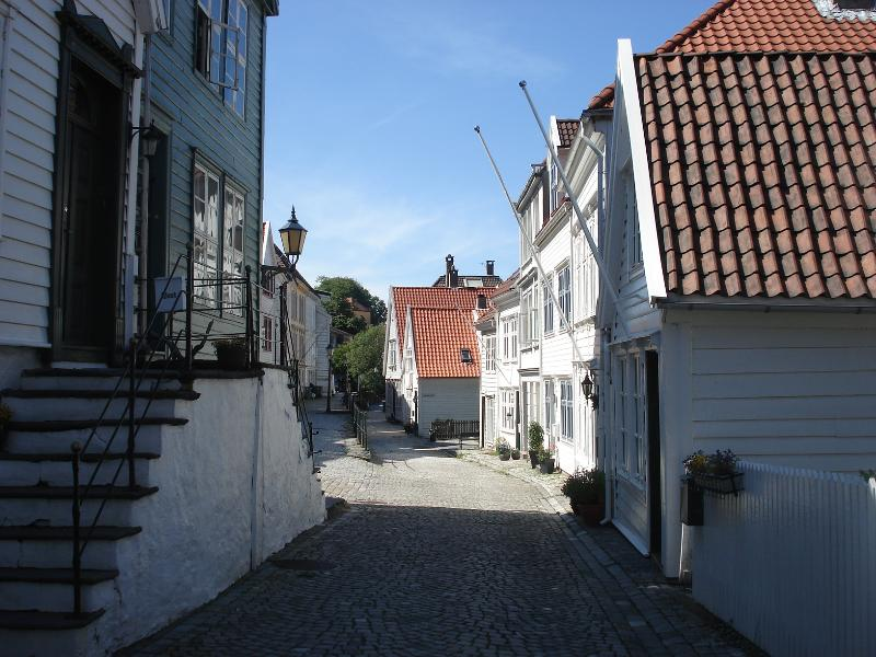 Nordnes apartment is located in this street:  Ytre Markeveien 25