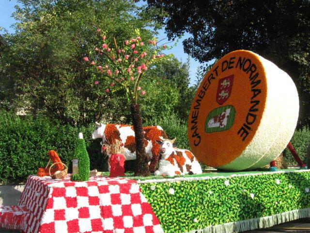 A float in the Autumn Apple Festival parade at Caudebec en Caux on the banks of the Seine