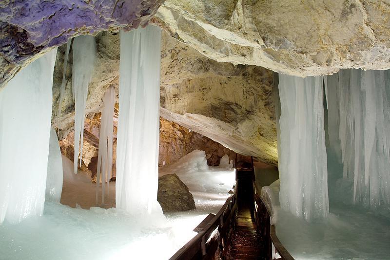 Magnifique grotte de glace