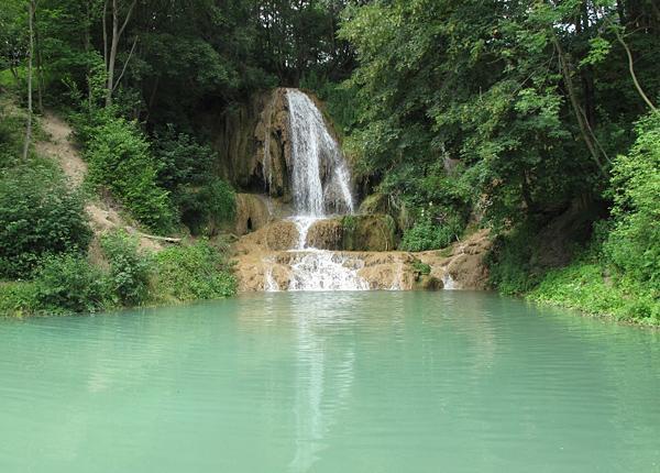 Piscines thermales et les piscines de rivière abondent - très bien pour se rafraîchir