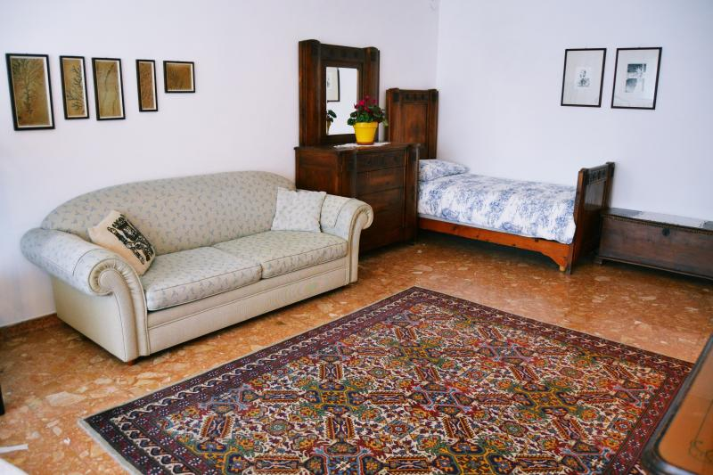 SPACIOUS 5-bed room