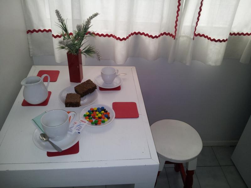 Breakfast bar in kitchen