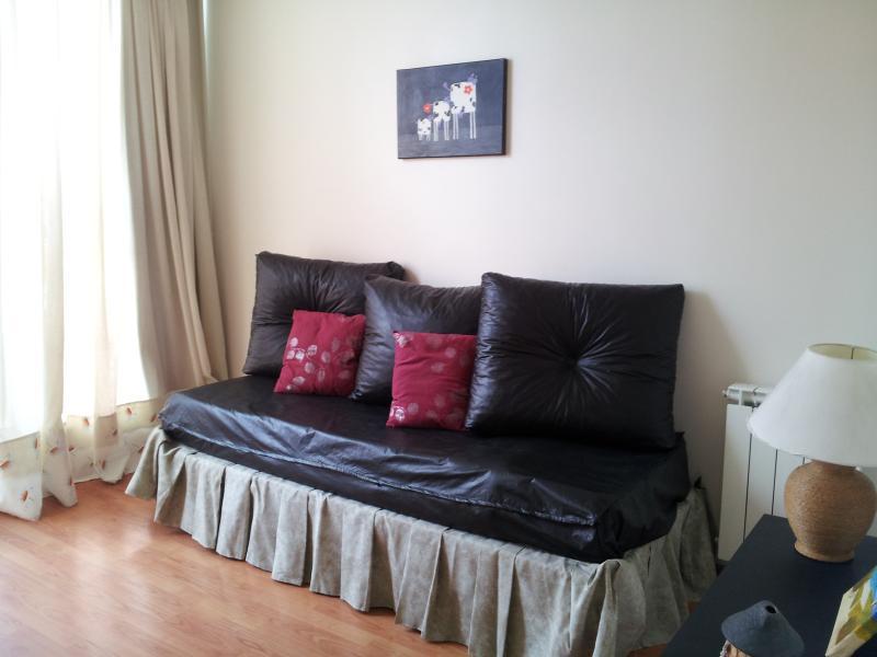 Dormitorio 3 en Planta Superior con aire acondicionado y salida al balcón