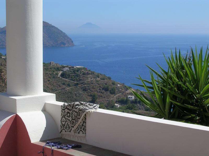 panorama su Stromboli e Monte Rosa