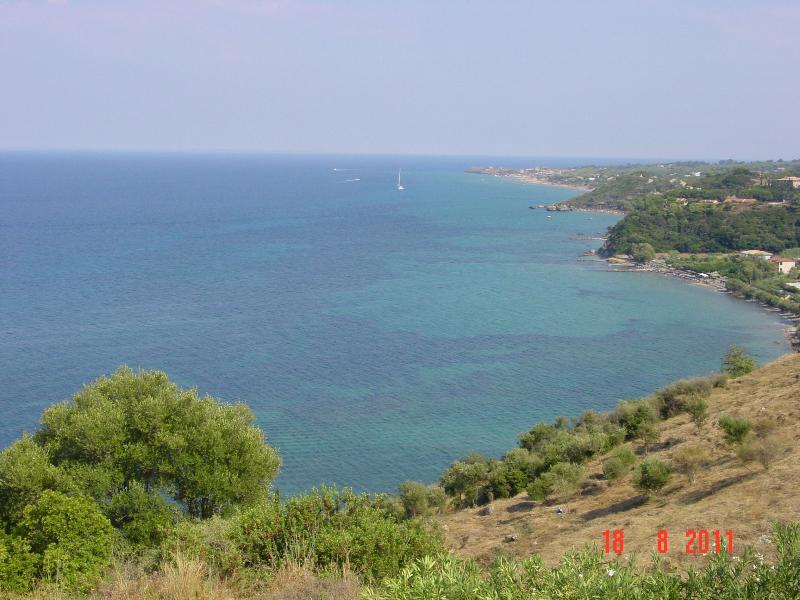 OCEAN VIEW VILLAS JOANNA  AIR CONDITIONED WI FI OVER LOOKING THE SEA, location de vacances à Xirokastello
