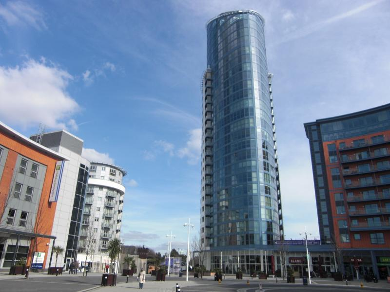 NO 1 GUNWHARF QUAYS TOWER