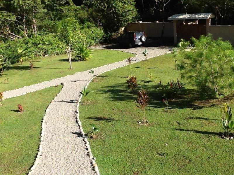 Vista del vialetto dalla terrazza al piano primo