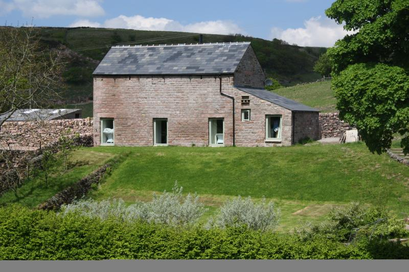 Overbrook Barn, Quarnford, Peak District (sleeps 8), aluguéis de temporada em Wincle