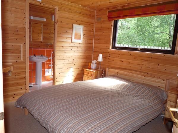Master slaapkamer met eigen badkamer douche
