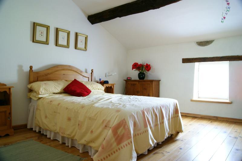 spacious en-suite bedroom