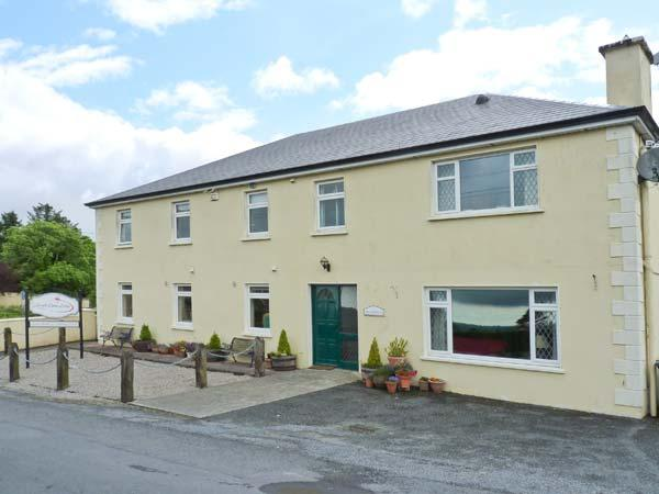 LOUGH GARA LODGE, en-suite facilities, WiFi, Wii with games, garden with, vacation rental in County Sligo