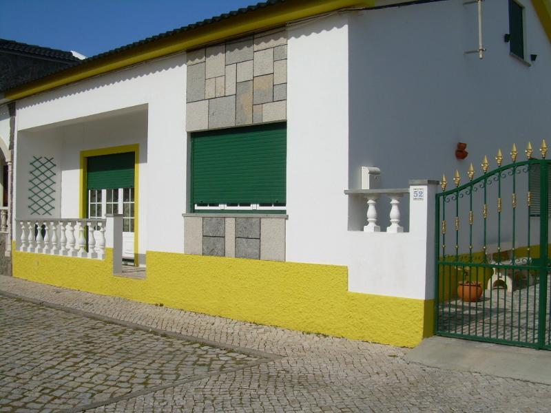 Peniche, 3 bedroom villa near the beach, casa vacanza a Sao Pedro
