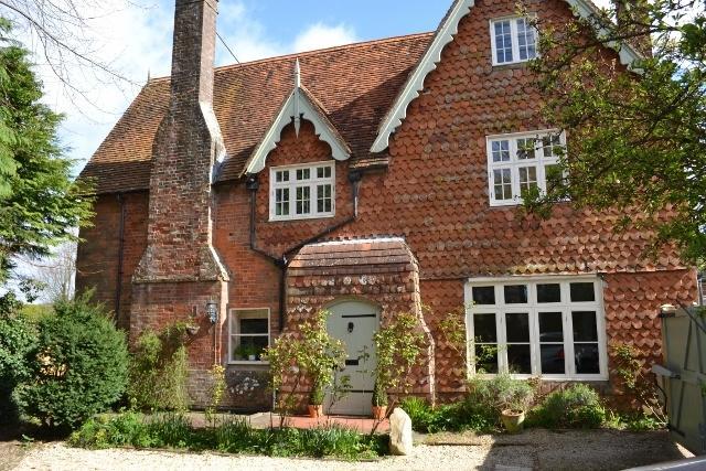 Tresco House es una antigua vicaría. El Coach House y la casa están en el recinto.