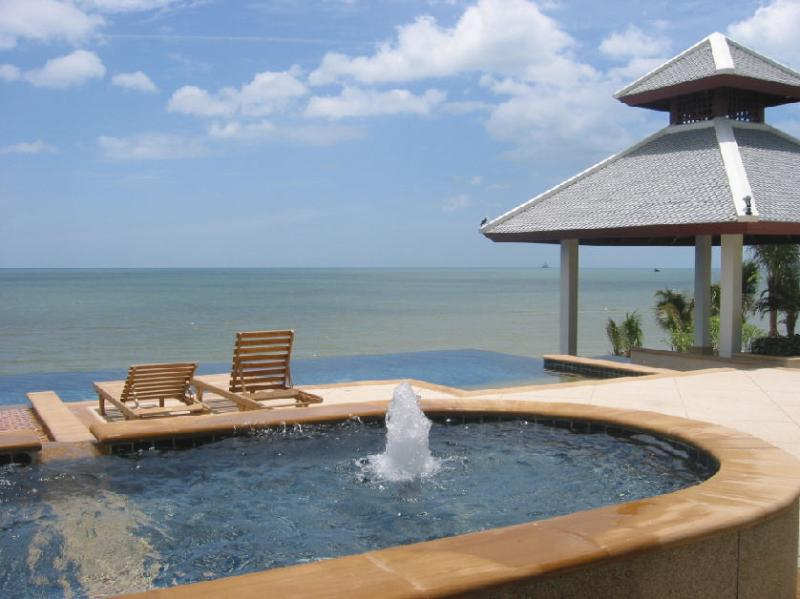 The beachfront pool, facing the beautiful Gulf of Thailand.
