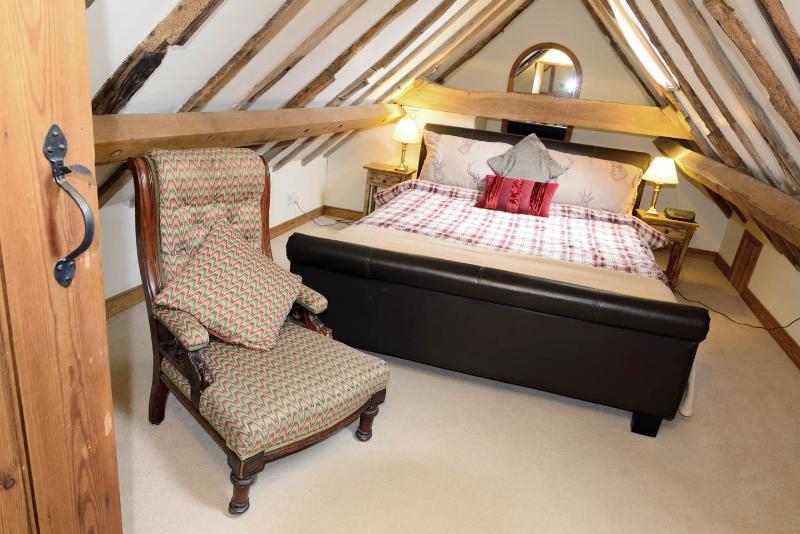 Enjoy the kingsize bed in the master bedroom