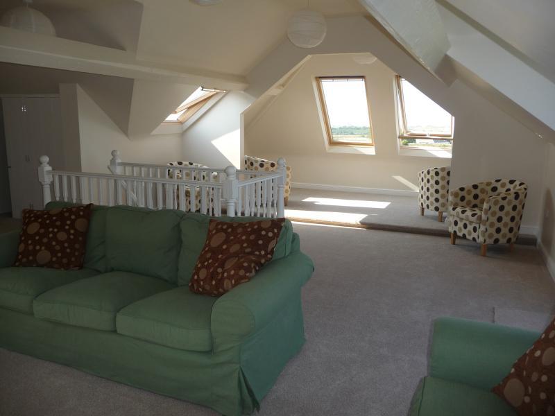 The panoramic loft lounge