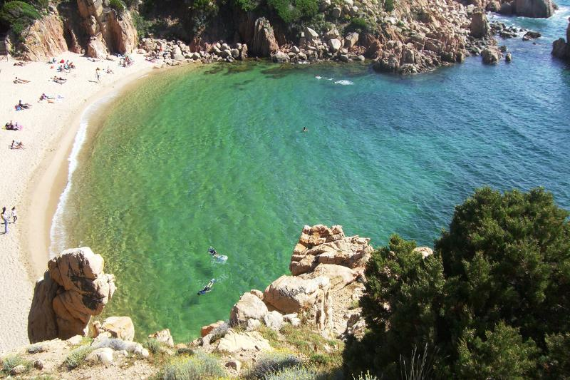 Residence'Le Ginestre'vista mare tariffe low cost!, holiday rental in Badesi