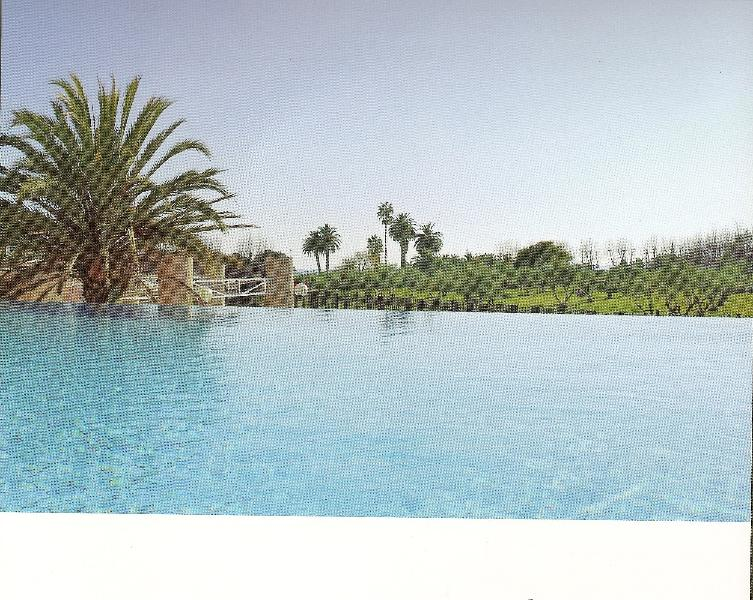 Piscina con vista al mar