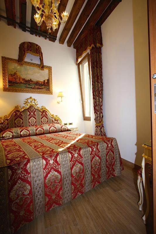Slaapkamer met dubbel bed