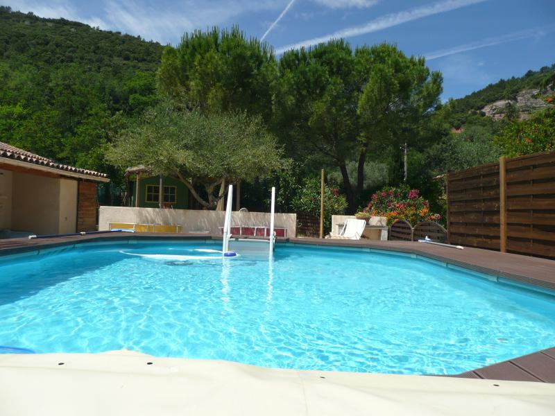 Villa avec piscine, holiday rental in Les Mayons