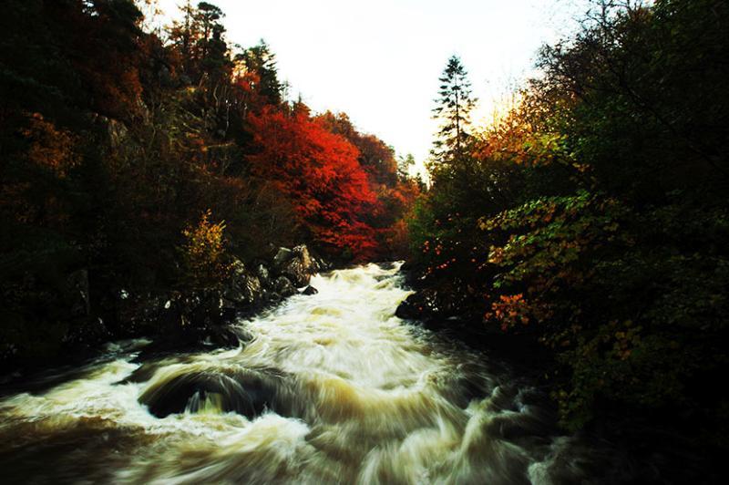 El río Inver en otoño