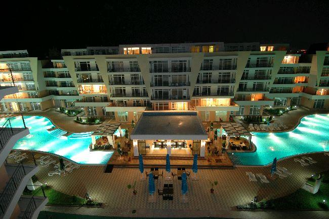 Grand Kamelia 2 at night