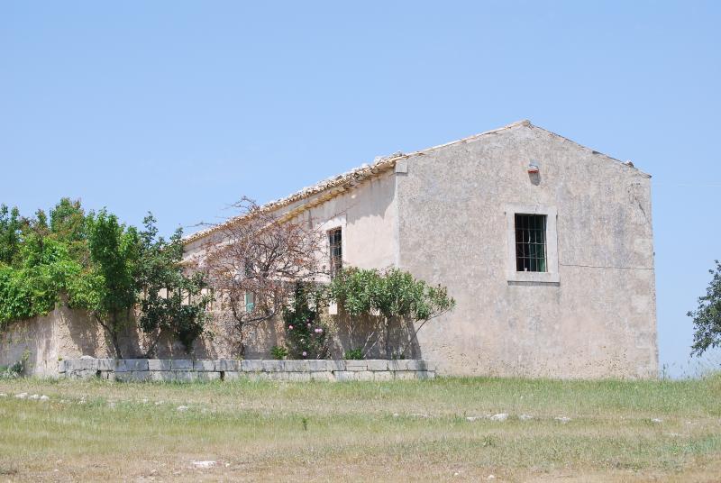 Casa in collina a Noto, holiday rental in Lenzevacche