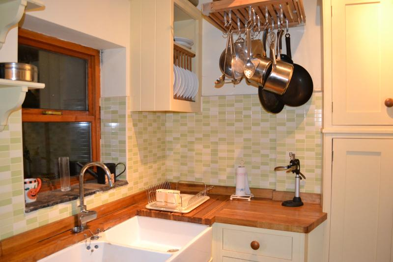 quirky cottage style kitchen fully equiped