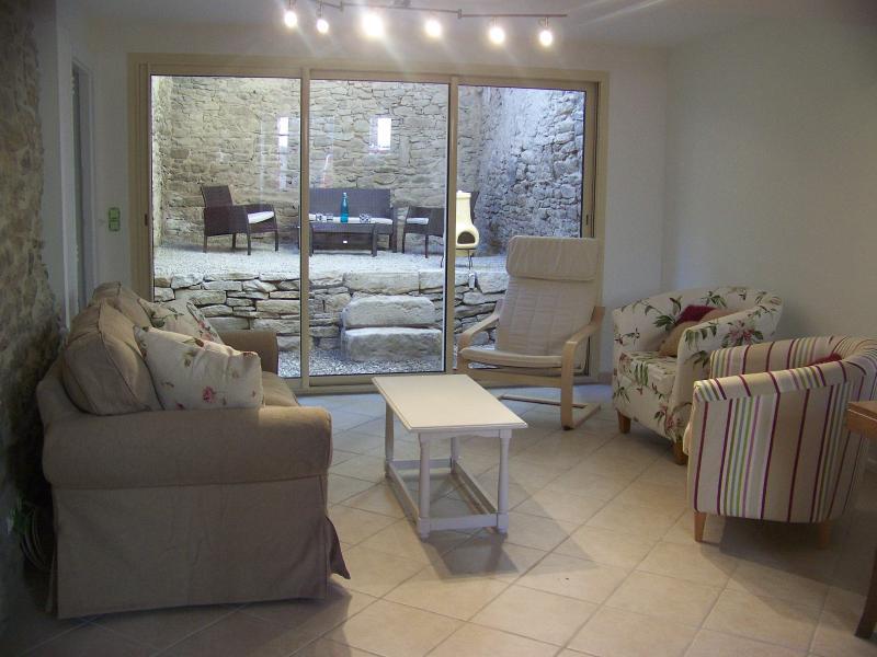 Blick vom Lounge, zum Courtyard