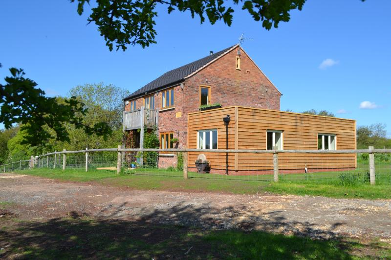 "Mutton Barn boasts ""the best"" rural holiday home location in Warwickshire, location de vacances à Henley in Arden"