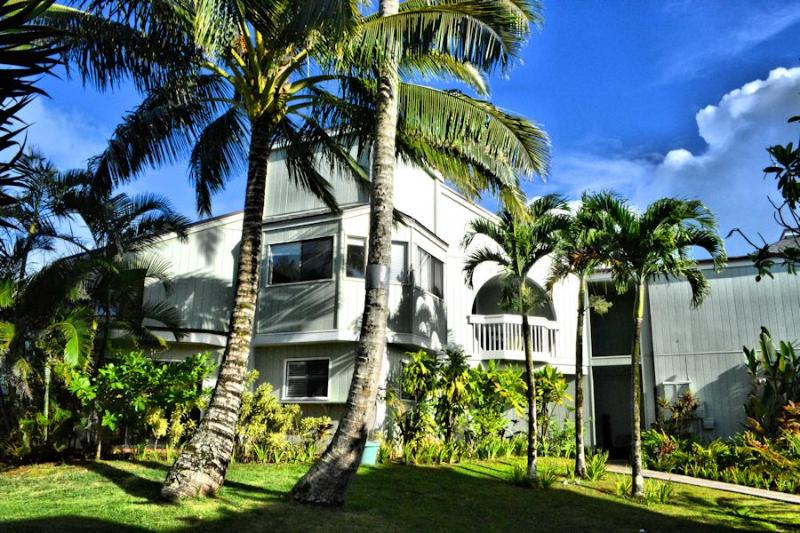 4 room townhome on the golf course with ocean view, vacation rental in Princeville