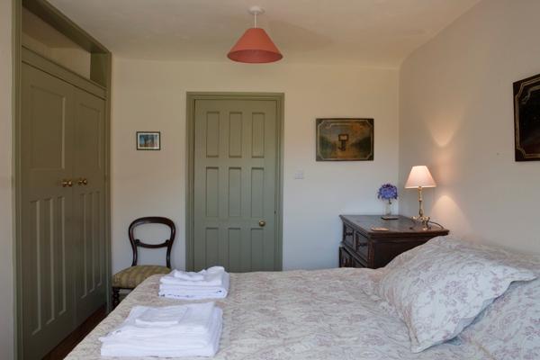Boxwell Cottage bedroom 1 en-suite