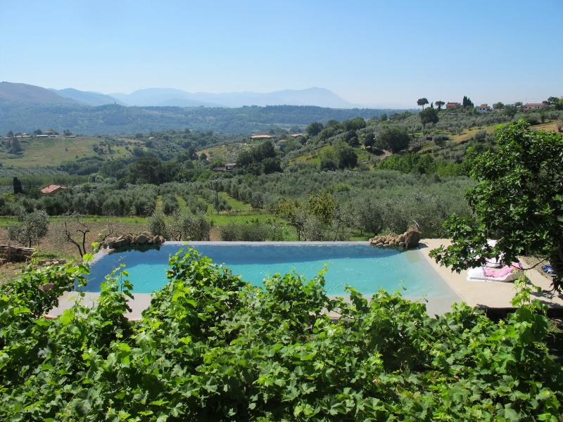Luxury Villa, amazing swimming pool with a beautiful valley view, 3Ha, 30 min from Rome