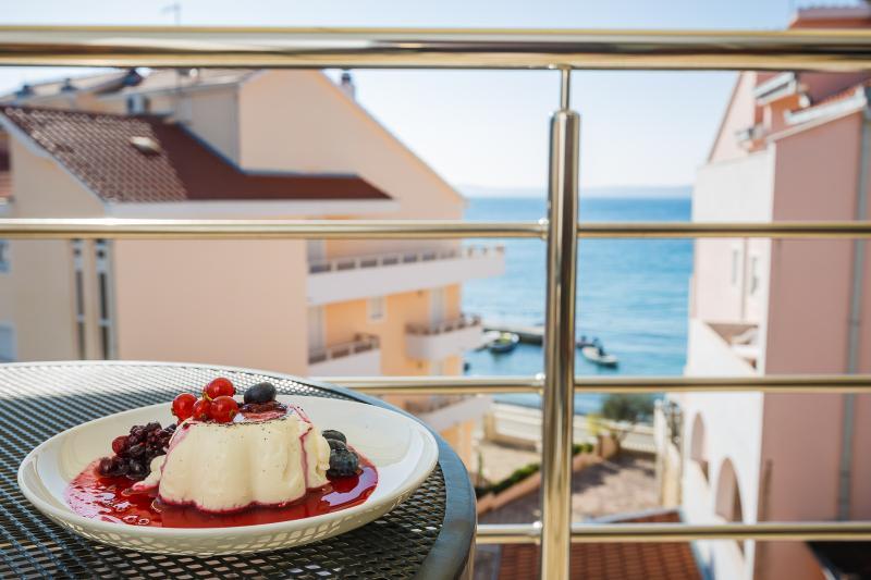 Argola apartment Olive 4*, vacation rental in Okrug Gornji