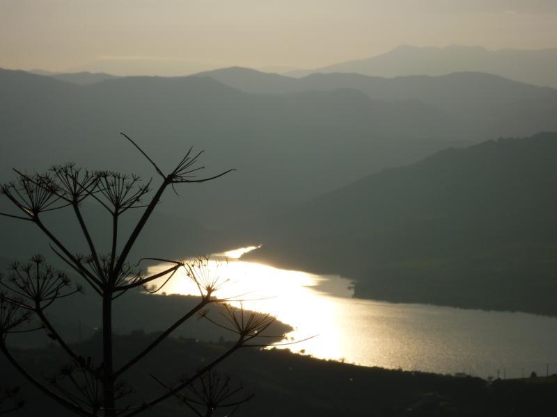 tramonto sul lago rosamarina