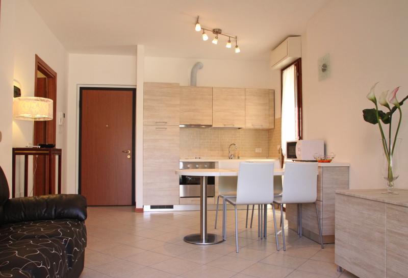 Giulia apart Soggiorno/Cottura - Living room and kitchenette