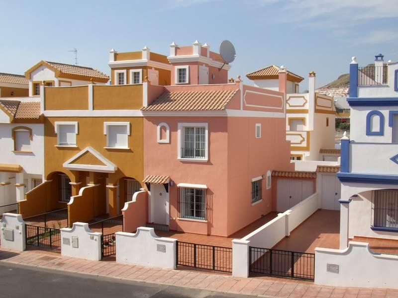 Casa Rosa, 3 bedrooms, 2 bath. Communal Pools. WIFI. UKTV. 10 mins walk to beach, holiday rental in San Juan de los Terreros