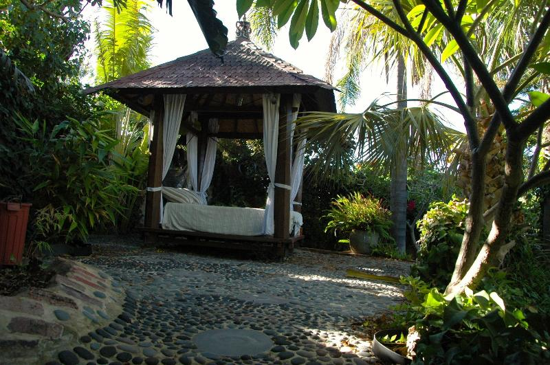 Bali pavillion daybed with ocean views